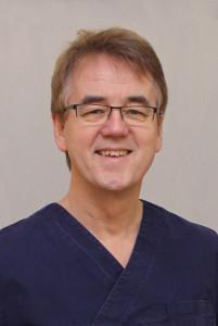"<a style=""color:#00427c"" href=""/implantologie-zentrum-nordhessen/leitender-fachzahnarzt/"">Dr. Eberhard Frisch</a>"