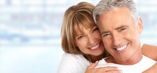 Wir bieten unseren Patienten schon seit Jahren frühzeitig eine Implantat-Nachsorge, um Periimplantitis vorzubeugen.