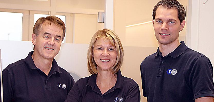 Sie brauchen nähere Informationen zum Thema Teleskopprothese oder Teleskopprothesen? Wir stehen Ihnen mit einem Team an Spezialisten gerne zur Verfügung.